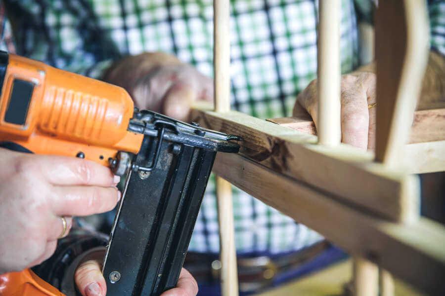 Ventajas de la clavadora neumática en una carpintería